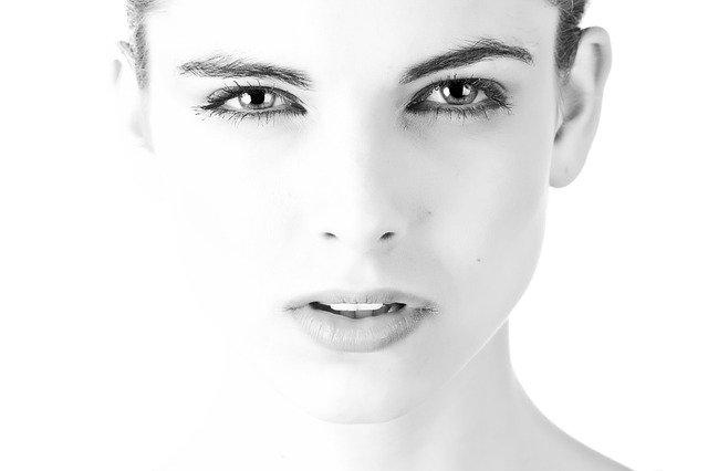 eyeliner for almond eyes
